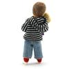 Petite poupée pour maison de poupée vue de l'arrière, bambin portant un pantalon bleu clair et un sweat-shirt rayé gris et noir.