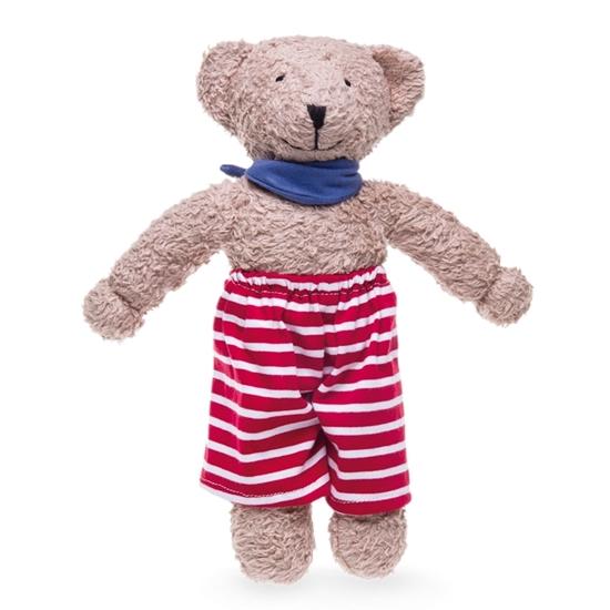 Licht bruine teddy beer in bio katoen, met een rood-wit gestreepte lange broek en een blauw sjaaltje rond de hals.
