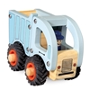 Houten speelgoed vuilniswagen, licht blauw met bestuurder en zwarte rubberen banden.