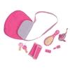 Sac à main rose avec revers fleuri couché, entouré du contenu: brosse, porte-monnaie, porte-feuille, trousseau de clé, rouge à lèvre.
