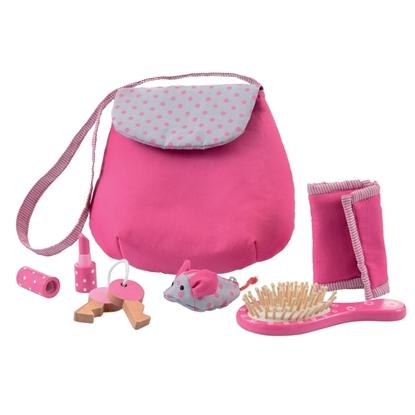 Een donker roze handtas met bebloemde klep en er rond  de inhoud: haarborstel, portemonnee, sleutelbos, portefeuille en lippenstift, allemaal in hout.